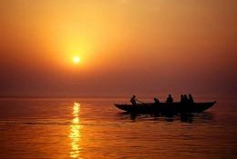Sunrise on the holy Ganges at Varanasi, India (by babasteve)