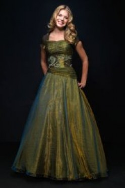 A modest prom dress can still be fashionable.