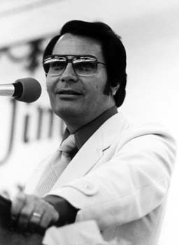 Jim Jones.  Leader of the JonesTown cult.  He forced approximately 900 men, women and children to commit suicide by drinking poisoned Koolaide.