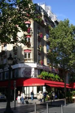 Street corner on des Champs d'Elysees: Photo by Aaron Schmidt