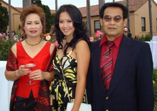Amy Chanthaphavong with her parents