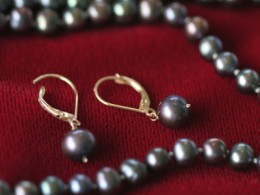 A Black Pearl Necklace looks beautiful as a string of pearls or as a single pearl pendant.