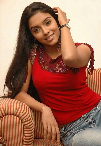 Mallu Star actress Asin