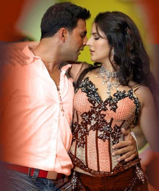 Katrina and Akshay performing dance at stage