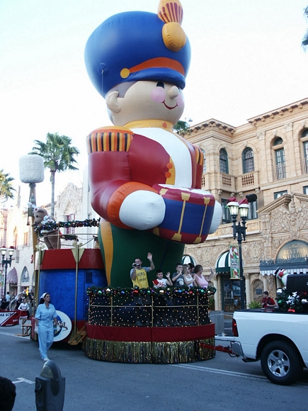 Universal Studios Macy's holiday parade 2009