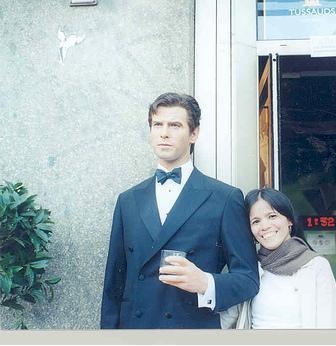 me at the entrance of the Wax Museum (Madame Tussauds) with Pierce Brosnans wax