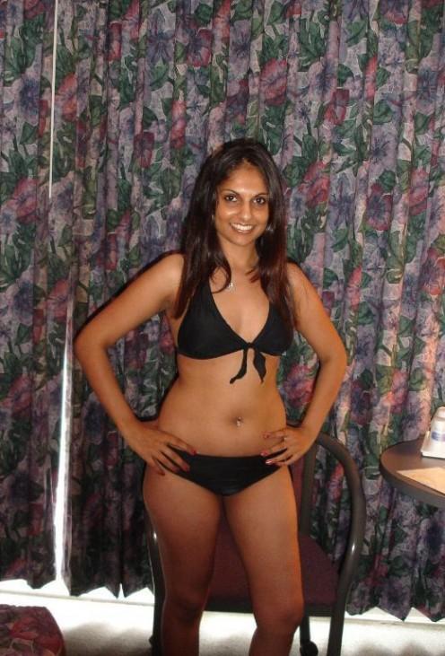 2341468 f496 Desi Girls in Sexy Bras