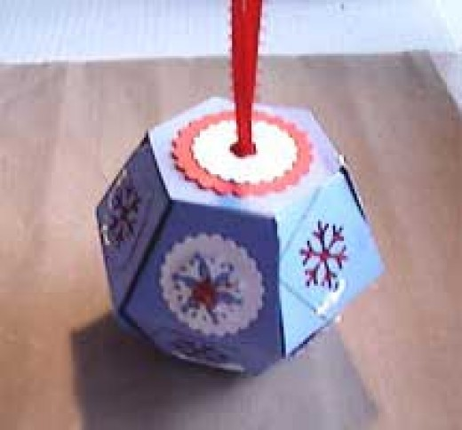 Holiday Ornament Made With the Sizzix Bigz 3D Popup Ball Die