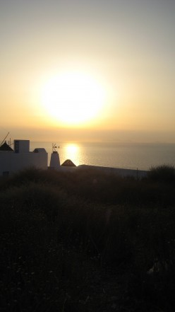 Holidays to Greek Islands, with photos of Santorini  and other Greek Islands.
