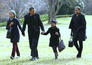 From the Dec. 2009 holiday back to the White House ...... http://news.yahoo.com/nphotos/Michelle-Obama/ss/events/pl/050108michelleobama#photoViewer=/100104/ids_photos_ts/r2979732877.jpg