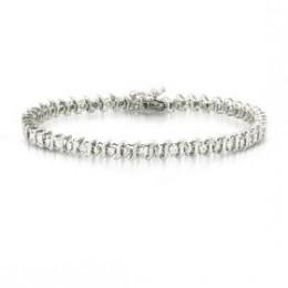 Diamond Tennis Bracelet.. yum!