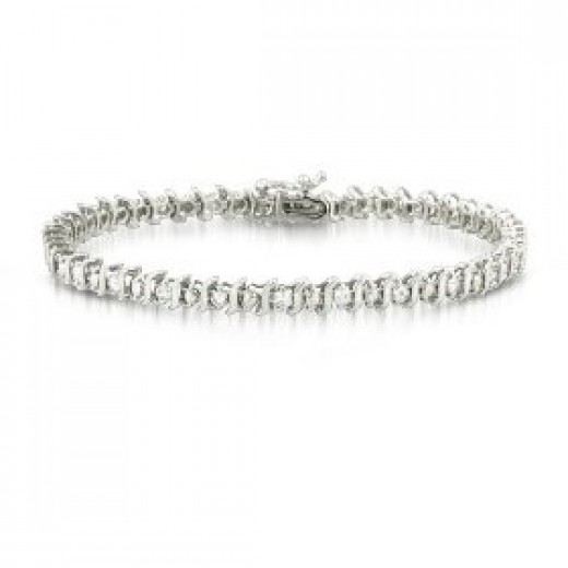 Diamond Tennis Bracelet.. yum!