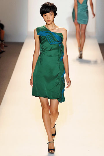 Chinese Model Emma Pei - Shoulder Detail
