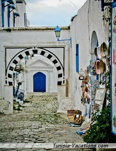 Wander the streets of Sidi Bou Said