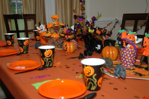 Throw the BEST Halloween Birthday Party Ever! Great - Best Halloween Party Decorations