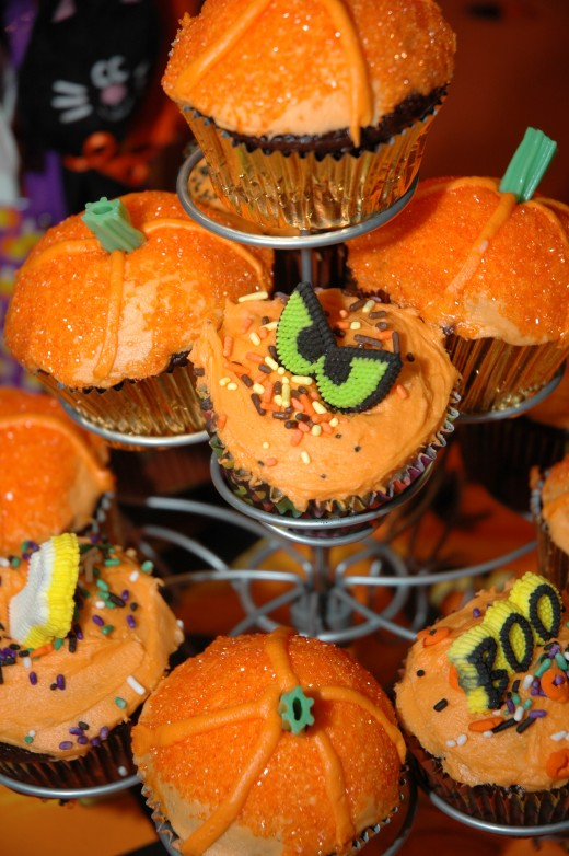 Halloween cupcakes...fun to make!