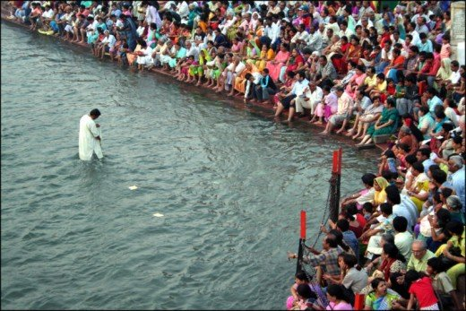 Pilgrimes taking bath in ganaga