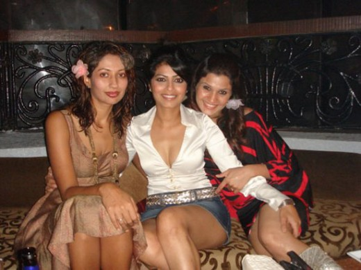 Hot thigh shows of Desi Girls