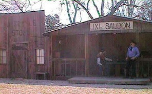 The IXL Saloon at the lunch stop. Photo by L. A. Cargill