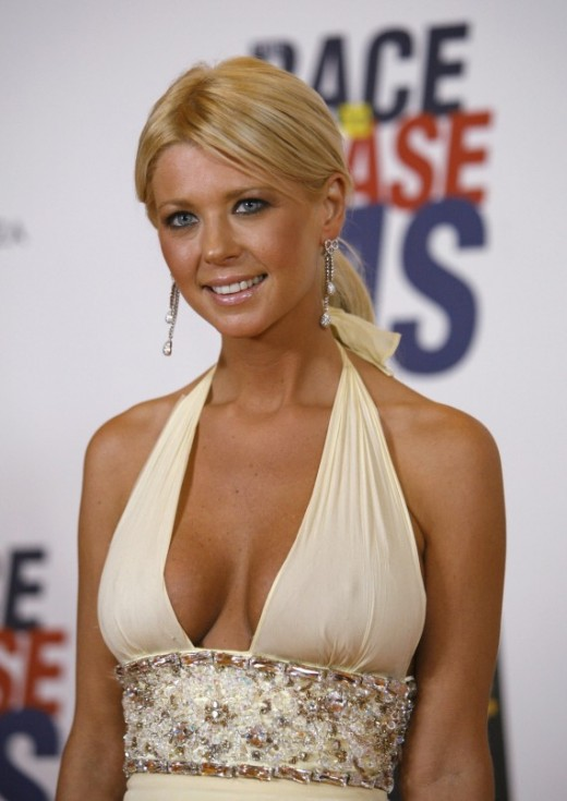 Tara Reid masala Cleavage pictures and photos