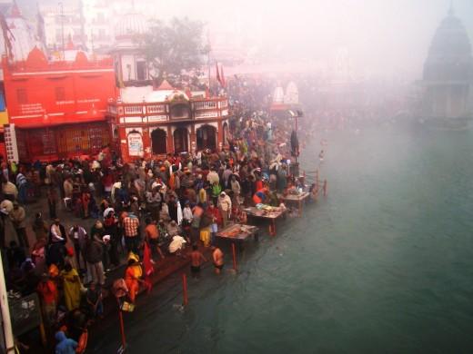 Har Ki Pauri, the main bathing spot at Hardwar at dawn