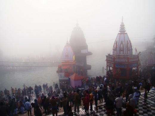 Har Ki Pauri, the main bathing spot at Hardwar at dawn 2