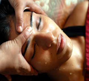 Kerala ayurvedic head massage pic