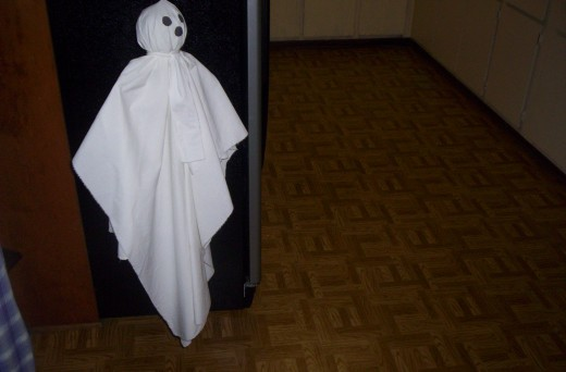 This floating ghost is between 3-4 foot and makes an awesome outdoor halloween decoration when hung from high places or on the porch.