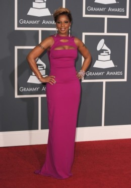 Mary J Blige looked awesome in the long fitting hot pink dress.  She always looks good, I was not surprised at this masterpiece. Luv it!!!