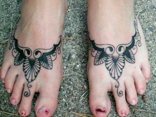Not sure what to make of these tribal tattoos on both feet, do they look stunning or do they look like someone with mucky feet, you decide !
