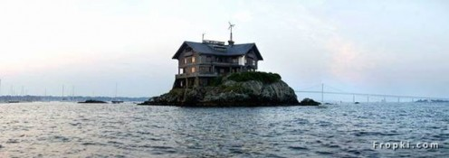 Clingstone, an unusual, 103-year-old mansion in Rhode Island 's Narragansett Bay , survives through the love and hard work of family and friends.