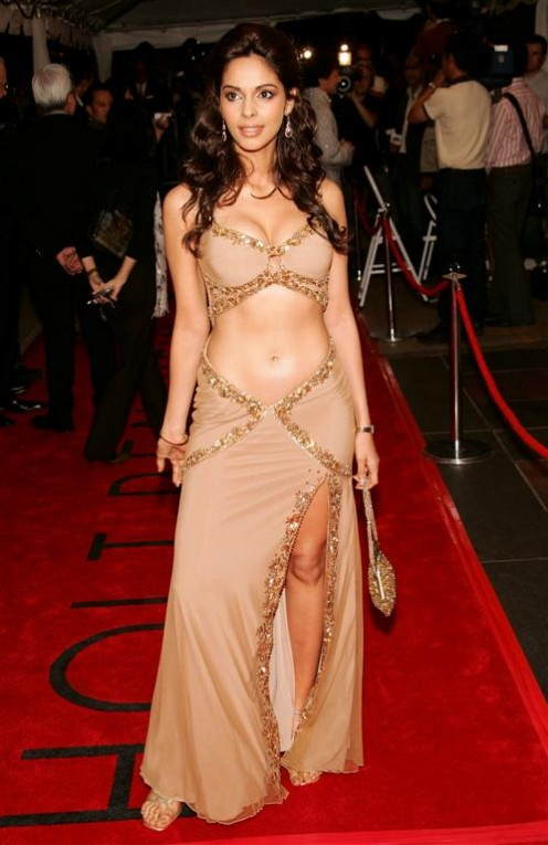 Sexy Boobs Show of Mallika Sherawat Photos Image 6