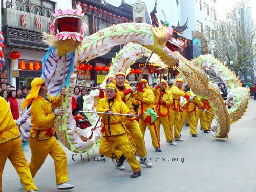 The famous Dragon Dance (Image Source: China Pictures)