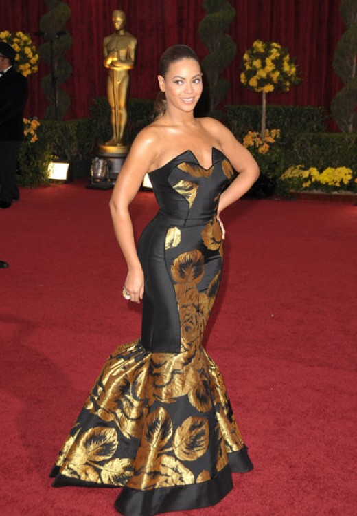 Fantastic mermaid dress with beautiful gold patterning.