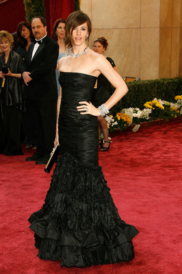 Jennifer Garner looks like old-Hollywood with so much class, even with the feathers!