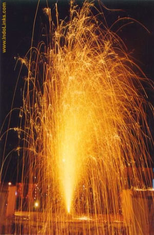 Image Courtesy http://stuti.myweb.uga.edu/edit6190project/images/diwali-fireworks.jpg