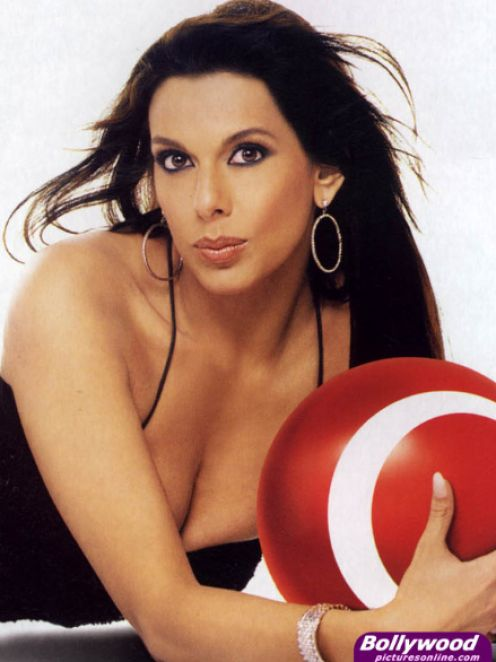 Pooja Bedi  hot bikini and sexy cleavage