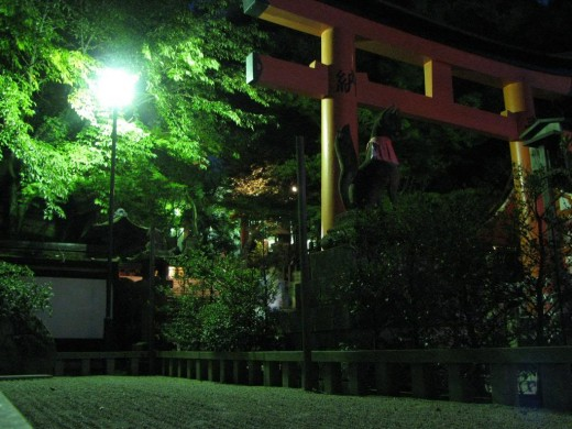 Kyoto: Night shot of Fushimi Inari shrine entrance courtesy of http://s372.photobucket.com/home/JBinJapan