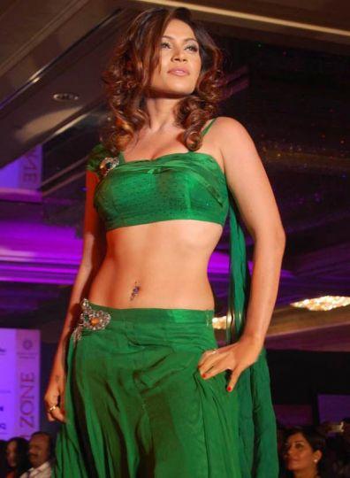 Tamil Model - Ragasiya in Green Navel Show
