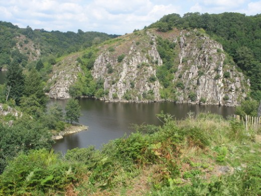 Confluence of the Creuse and the Sedelle and Le rocher de la Fileuse.