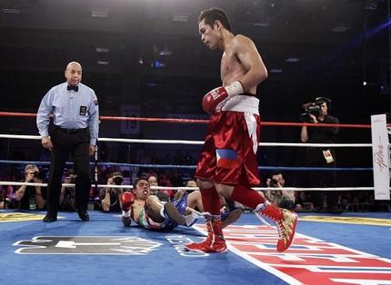 "Nonito  ""The Filipino Flash""  Donaire KO Manuel Vargas in Round 3"