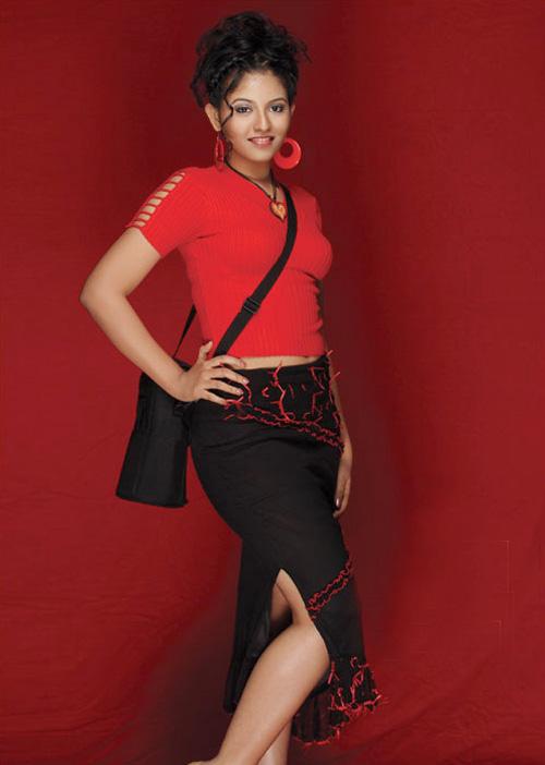 Beautiful Navel Show Actress Anjali