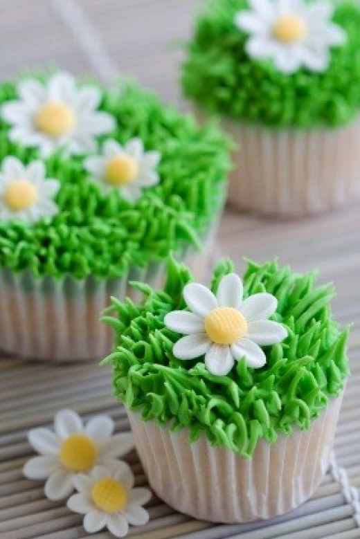 These Cute Cupcakes Are Simple To Make With Green Frosting And Icing