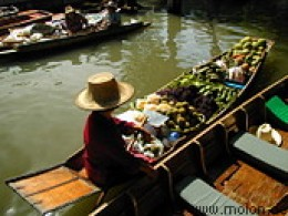 Damnoen Saduak, the best known and most visited floating markets in Thailand