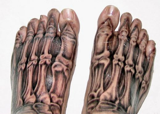 OMG I really hate this 3d tattoo design, I hate feet enough but this is just