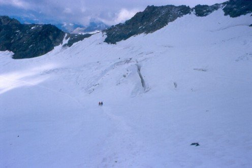 The path over the Koednitz Glaicer showing the nearby crevasses.