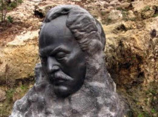 Statue of Khalil Gibran, Bcherre.
