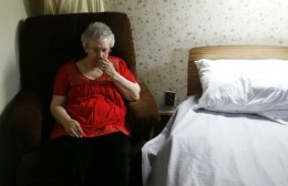 Alzheimer's patient Dee Fleming was given psychotropic drugs. (Photo taken by Antonio Perez, 10June2009)    http://www.chicagotribune.com/health/ct-compromised-care-