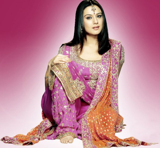 Beautiful Women India with Best Saree Cloth