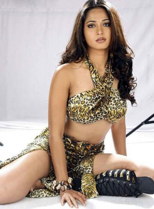 Sexy Bollywood Actress : Anushka Shetty